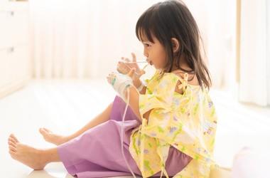 Odwodnienie u niemowląt i dzieci – przyczyny, objawy i zasady postępowania