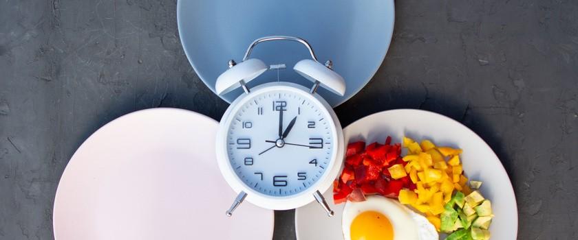 Dowody na prozdrowotne efekty tzw. diety okresowej (Intermittent Fasting)