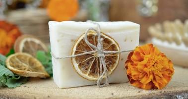 Jak wybrać dobre kosmetyki naturalne bez chemii i konserwantów