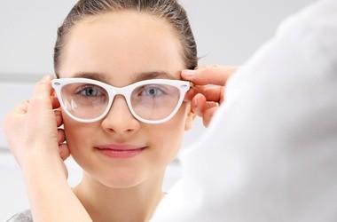 Jak wygląda badanie wzroku? Kiedy pójść do okulisty?