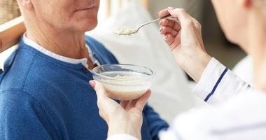 Dieta po udarze – co należy o niej wiedzieć? Zasady, produkty, komponowanie posiłków, bezpieczeństwo żywienia w diecie poudarowej