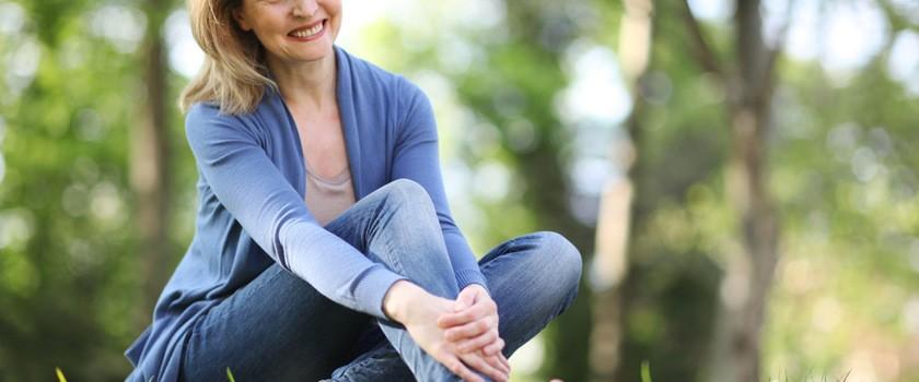 Menopauza – przyczyny i objawy. Przegląd preparatów na uderzenia gorąca, nocne poty, nerwowość i suchość pochwy