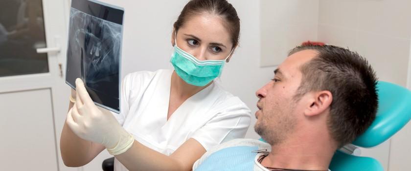 Dysfunkcja stawu skroniowo-żuchwowego (DSSŻ) - objawy, przyczyny i leczenie