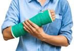 Złamana ręka – przyczyny, objawy, leczenie, diagnostyka. Rehabilitacja po złamaniu ręki