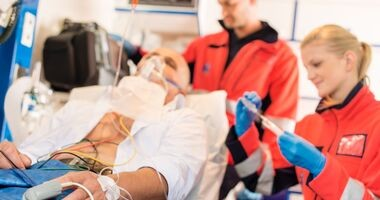 Kiedy pacjentowi przysługuje transport medyczny?