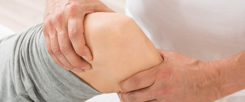 Woda w kolanie - objawy, przyczyny i leczenie