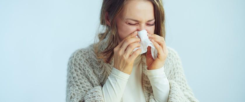Czy sezonowe przeziębienie może uchronić przed zarażeniem koronawirusem?