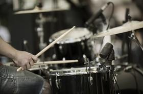 Gra na perkusji (i innych instrumentach) poprawia funkcjonowanie mózgu