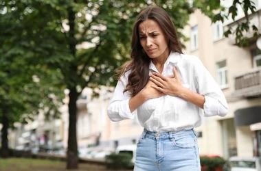 Kłucie w klatce piersiowej — przyczyny i rozpoznanie