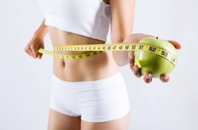 Dieta na płaski brzuch – jak powinna wyglądać? Wskazówki dietetyczne dla kobiet i mężczyzn