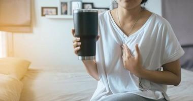 Ból przy przełykaniu (odynofagia) – co oznacza i co robić, gdy się pojawi?