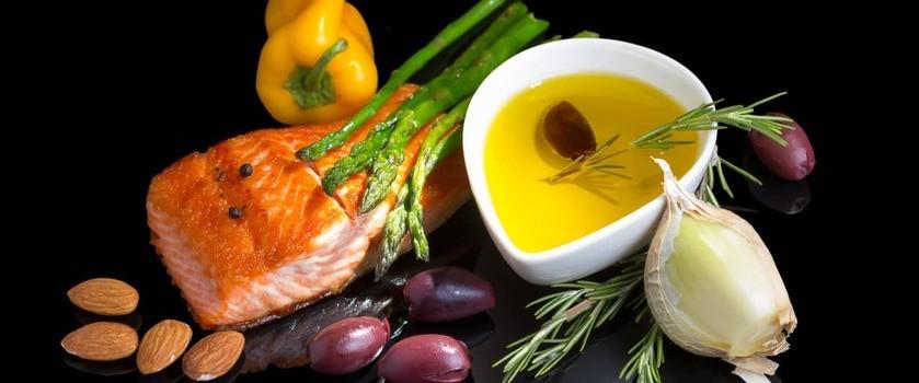 Dieta przeciwzapalna – zasady, dla kogo, lista produktów przeciwzapalnych, przepisy i jadłospis