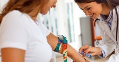 Co to jest czynnik reumatoidalny (RF)? Normy, podwyższony. Kiedy należy wykonać badanie RF?