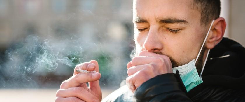 Koronawirus a palenie papierosów– czy palacze są bardziej narażeni na zakażenie SARS-CoV-2?