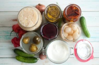 Naturalne probiotyki – właściwości i źródła. Jakie korzyści niesie ze sobą spożywanie produktów bogatych w probiotyki?