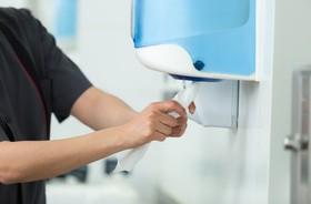 Właściwa higiena rąk, zwłaszcza na lotniskach, może zapobiec epidemiom