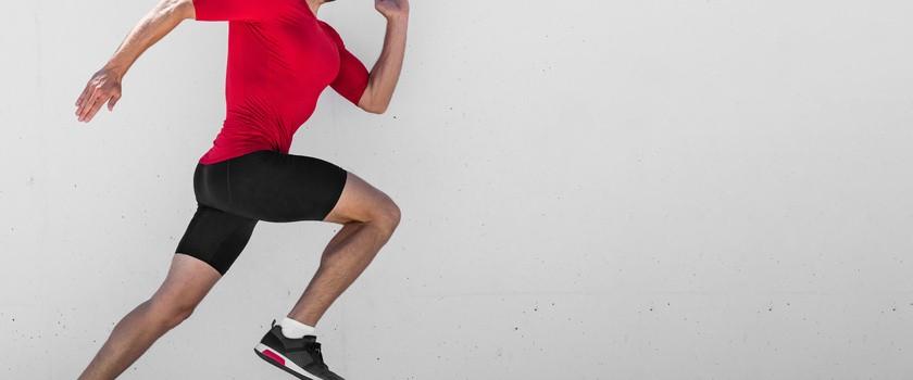 Kolano skoczka – przyczyny, objawy, leczenie, ćwiczenia przy entezopatii więzadła rzepki