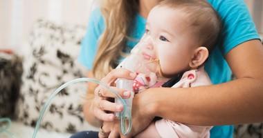 Duszności u dziecka – przyczyny, objawy, leczenie i postępowanie