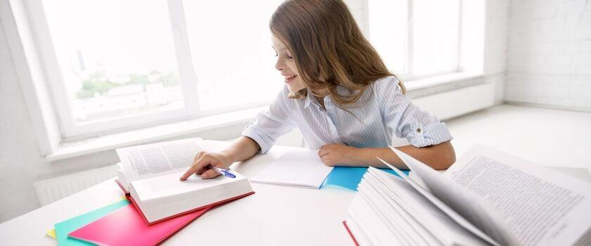 Prawidłowa postawa ucznia przy biurku