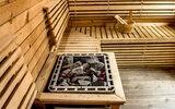 Sauna – właściwości i przeciwwskazania. Jak korzystać z saunyfińskiej, parowej, mokrej oraz z sauny infrared?