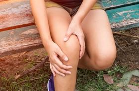 Ból kolana z boku – przyczyny, objawy, leczenie, ćwiczenia na ból z boku kolana