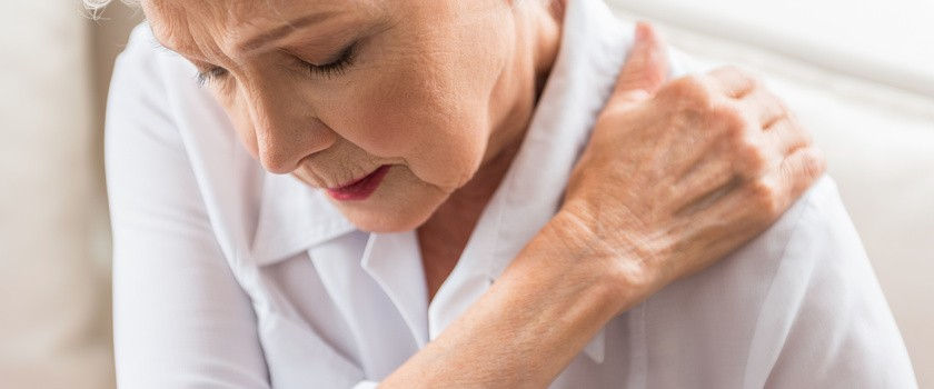 Ból ramienia – co oznacza ból prawego lub lewego ramienia? Przyczyny, leczenie i ćwiczenia na ból ramion