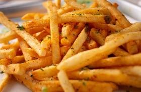 Akrylamid – czym jest i jaki ma wpływ na nasze zdrowie? Jak ograniczyć jego ilość w diecie?