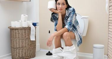 Domowe sposoby na zaparcia – jak szybko i skutecznie poradzić sobie z problemami z wypróżnianiem? Zioła i leki na zaparcia