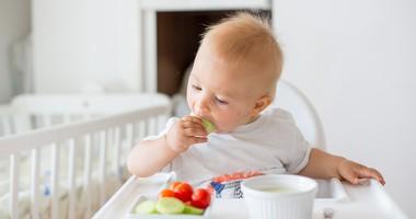 BLW (Baby Led Weaning) czy łyżeczka – kiedy i jaki sposób rozszerzać dietę dziecka?