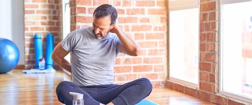 Ćwiczenia na kręgosłup szyjny – jak zapobiegać bólowi kręgosłupa w odcinku szyjnym? Poznaj przykładowy zestaw ćwiczeń