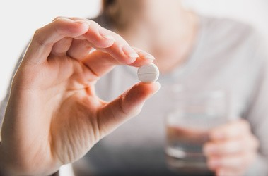 Etenzamid – składnik leków przeciwbólowych i przeciwzapalnych. Właściwości, przeciwwskazania
