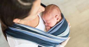 Chustonoszenie okiem fizjoterapeuty – jak prawidłowo nosić dziecko w chuście?