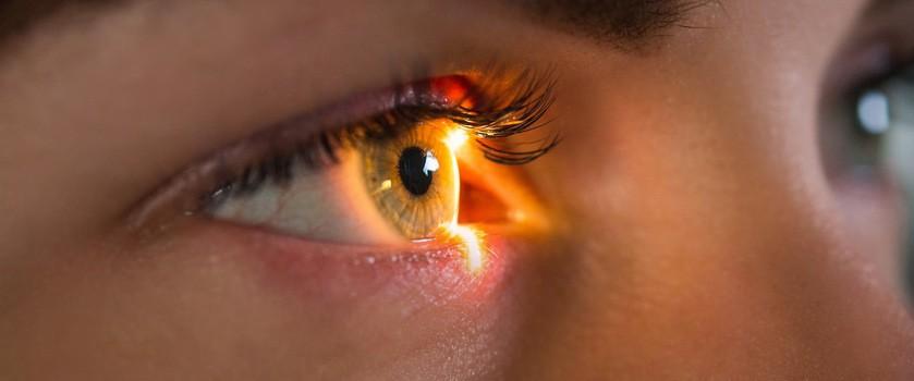 Pierwsze udane zastosowanie optogenetyki. Pionierska terapia przywróciła mężczyźnie częściowe widzenie