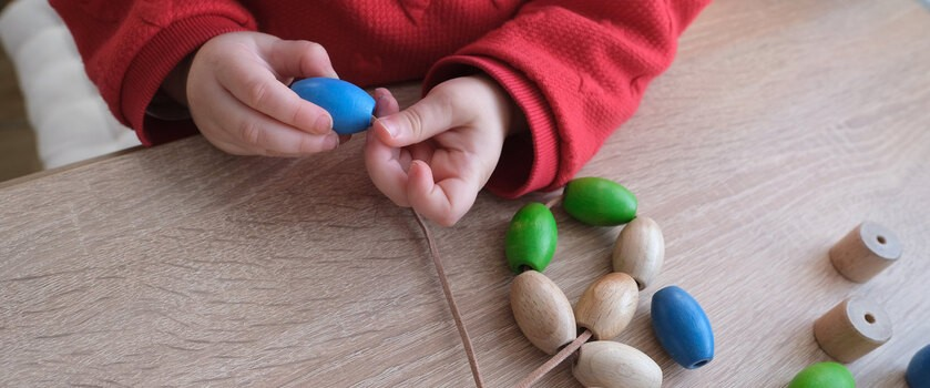 Dyspraksja (syndrom niezdarnego dziecka) – przyczyny i objawy dyspraksji rozwojowej
