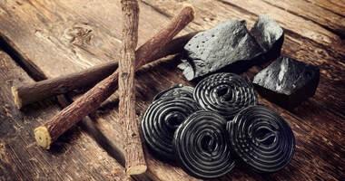 Jakie właściwości ma korzeń lukrecji? Czy spożywanie czarnej lukrecji może być groźne dla zdrowia?