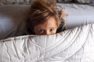 Kołdra obciążeniowa – działanie i wskazania do stosowania kołdry sensorycznej
