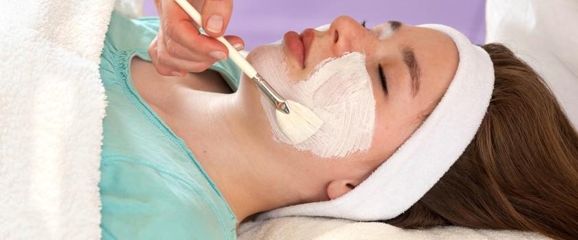 Peelingi - sposób na jędrną i gładką skórę