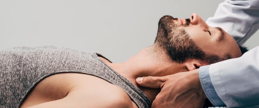 Terapia manualna – na czym polega i komu może pomóc ta metoda fizjoterapii?