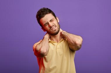 Kręcz szyi – przyczyny, objawy, leczenie, rehabilitacja kręczu szyjnego u dzieci i u dorosłych