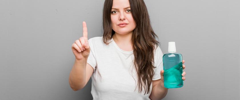 Czy płyn do płukania jamy ustnej dezaktywuje koronawirusa?