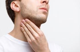 Chrypka – przyczyny, leczenie, domowe sposoby
