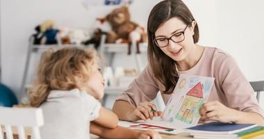 Rozwój mowy u dziecka – kiedy dzieci zaczynają mówić?