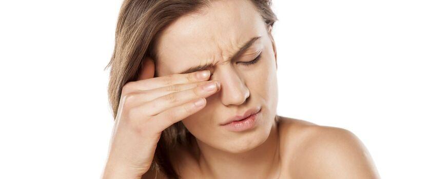 Retinoidy i suchość oczu. Czy jest związek?