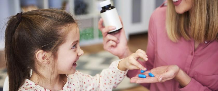 Witaminy dla niemowląt i dzieci. Co warto podawać dziecku, by wzmocnić jego odporność?
