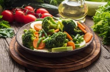 Dieta po operacji bariatrycznej – jak powinno wyglądać żywienie po zmniejszeniu żołądka, a jak po jego wyłączeniu?