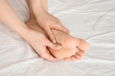 Ból stopy – przyczyny, leczenie, ćwiczenia na ból śródstopia