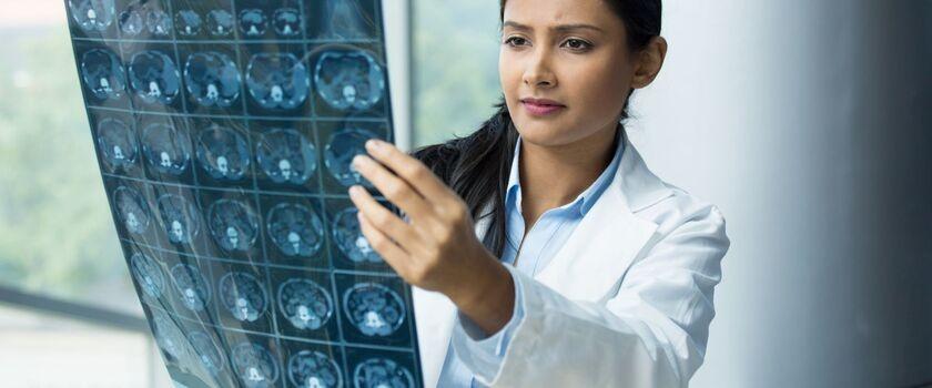 Raport: nawet rok oczekiwania na rozpoczęcie leczenia nowotworu