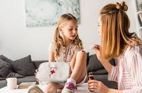 Apteczka domowa dla niemowlaka i starszego dziecka – co powinna zawierać?