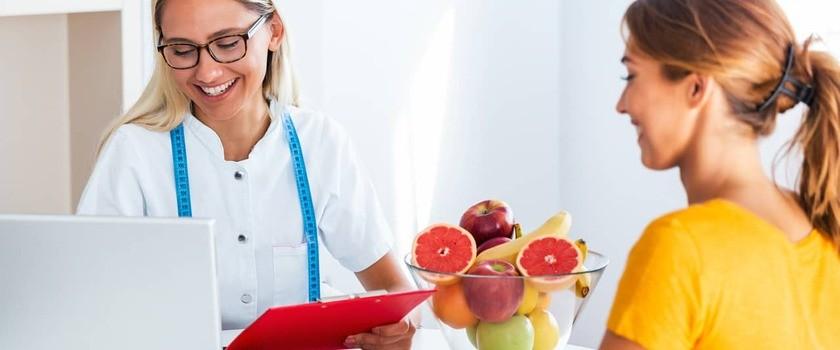 Dietetyk – kim jest? Kiedy się do niego zgłosić? Którego dietetyka wybrać?