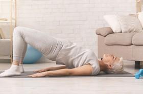 Ćwiczenia izometryczne – na czym polegają? Jakie są wskazania i przeciwwskazania do izometrycznego napinania mięśni? Przykłady ćwiczeń